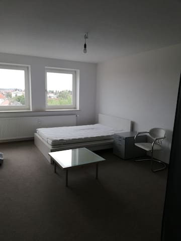 Brightly lit room in the heart of Stuttgart Mitte