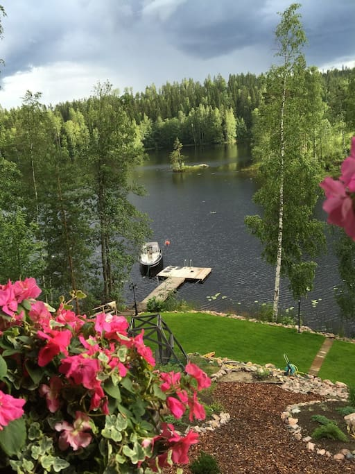 A view from the balcony to the lake