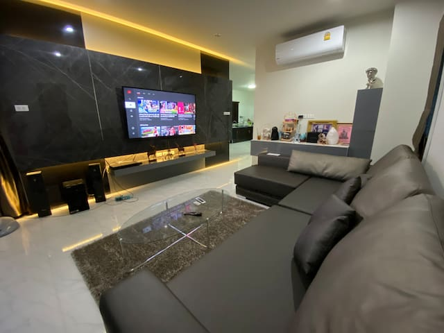 Share large living room with free wifi and netflix channel