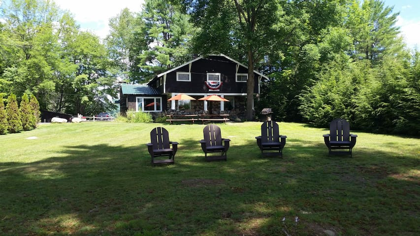 The Stone Lodge, Blythewood Island (Loon Lake, NY) - Chestertown - Hus