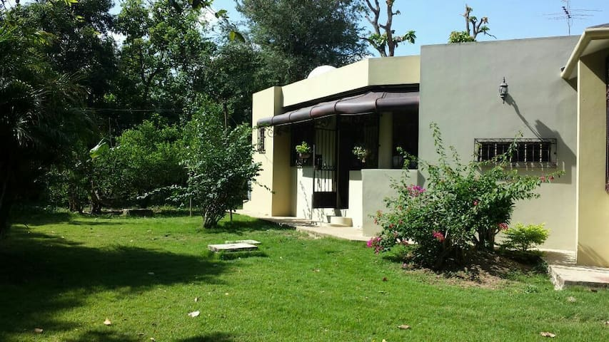 Hermosa residencia con amplia vegetación
