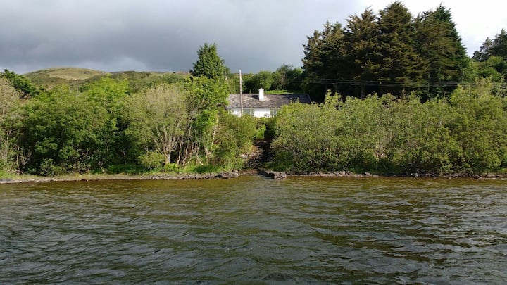 Coolin Lodge on the shores of Lough Corrib