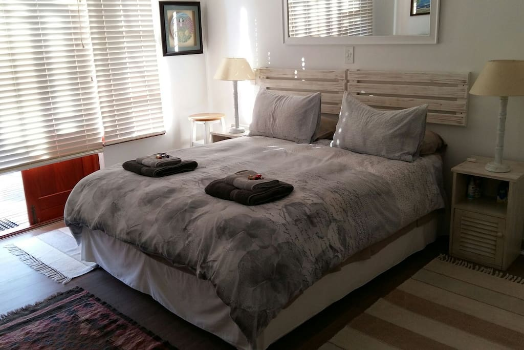 Comfortable double room with queen size bed