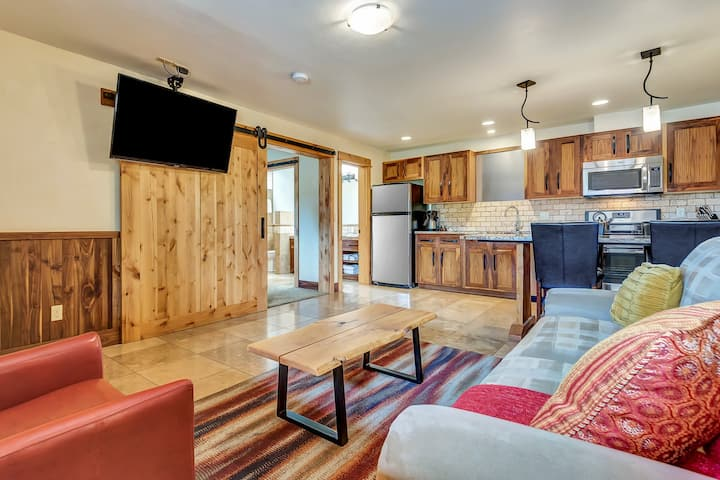Deschutes River Suite at Wall Street Suites