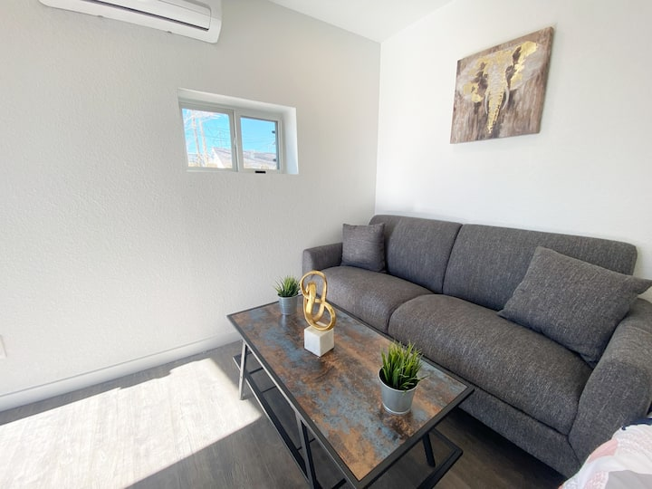 Apt 5 Min From Downtown / RiNo / LoHi with Laundry