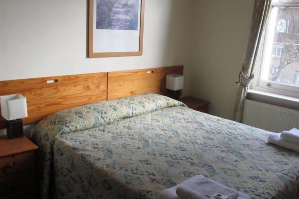 Cosy queen bed