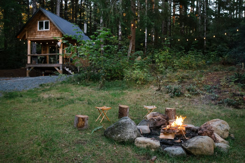Outdoor fire pit & cabin.