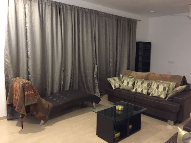 Beautiful Large Apartment, Comfortable Home Stays