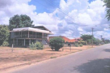 "Comfortabele Privé eigen ruimte tussen""the locals"" - Paramaribo - House"