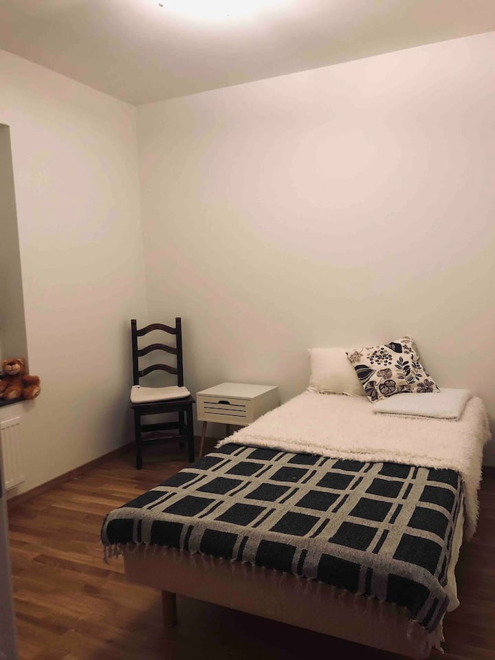 Cozy room in a quiet area 20 min from the centrum