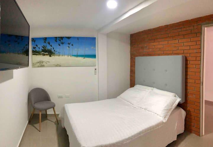 Habitación amplia e independiente con baño