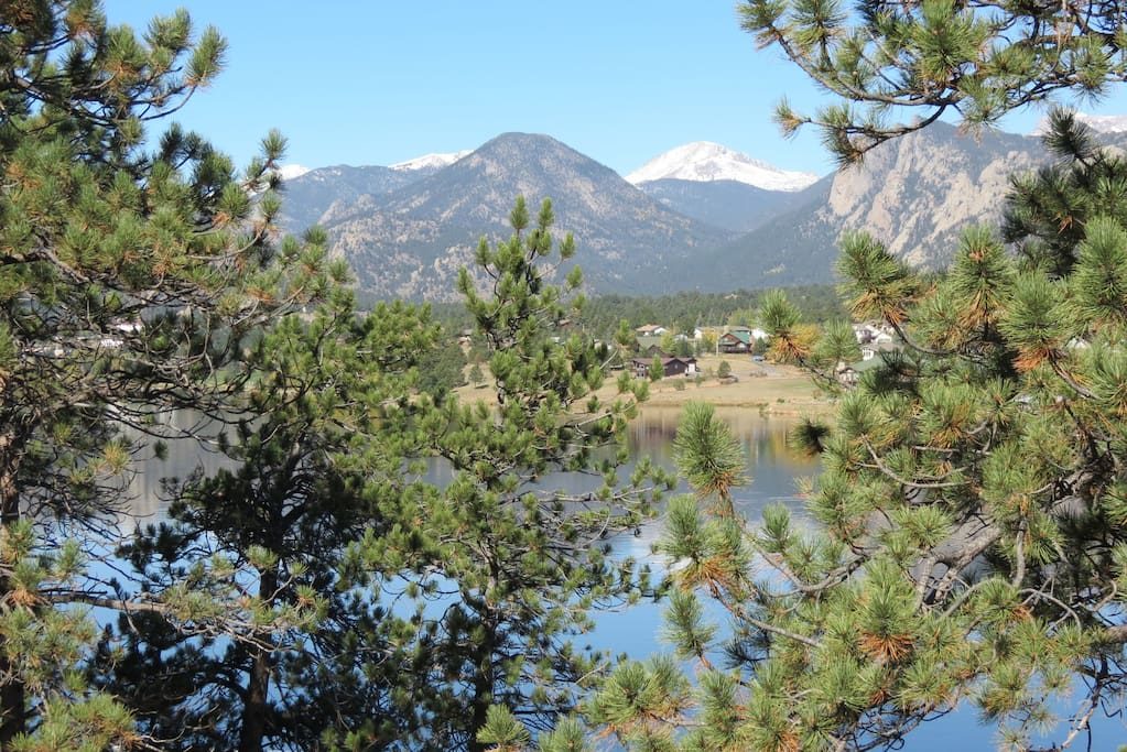 The Lake House - Gorgeous views of Lake Estes and the Continental Divide!