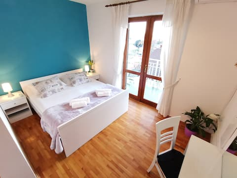 BUDGET Central Room For Two With En-Suite &Balcony