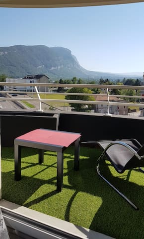 T2 near Geneva, private parking and great terrace