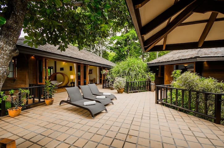 Magestic 5 BR Beach Villa in Krabi!