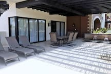 Outdoor dining and splash pool