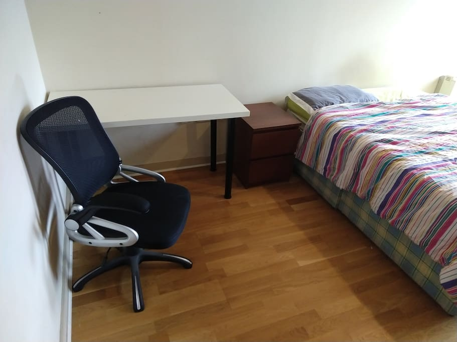 Double bedrrom - desk