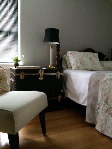 Queen bedroom. sleeps two.