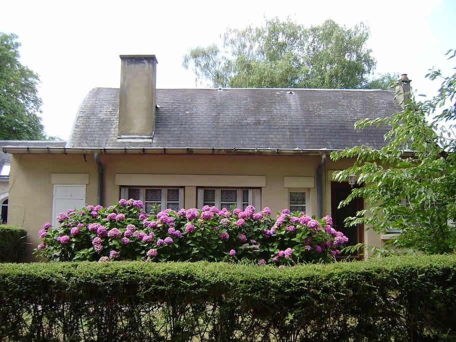 Petit village gite maisons louer noyen sur sarthe for Garage noyen sur sarthe