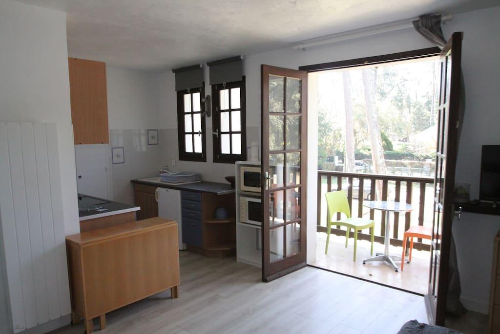 coin cuisine et balcon