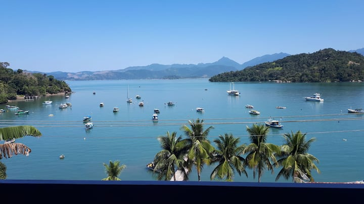 Casa com vista maravilhosa  em ilha de Paraty
