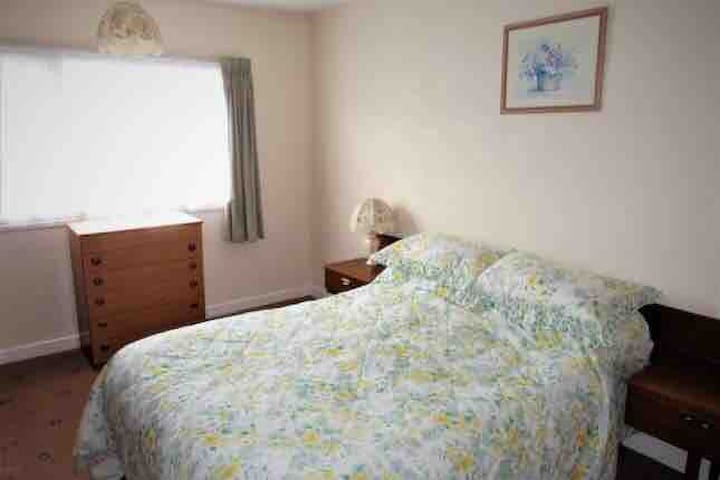 Specious double room for female near to station