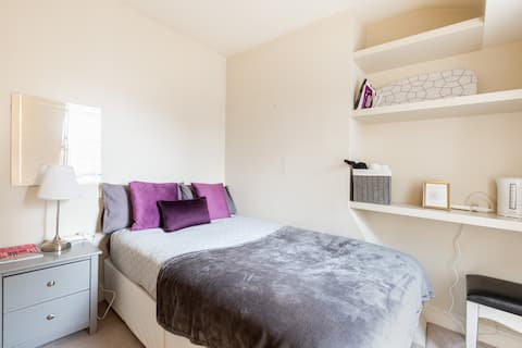 cosy double bedroom in prime location