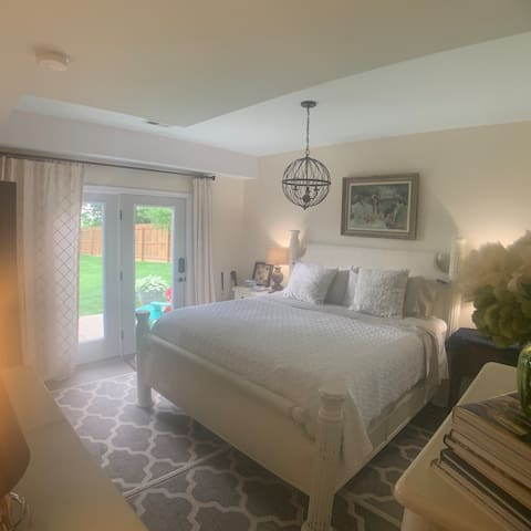 Private Lower Level King Bed/Patio