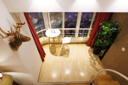 Modern highrise center Loft with Bund skyline view - Shanghai - Apartment