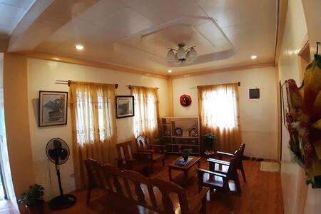 Horlina Homestay: Upper floor for 3 single bed