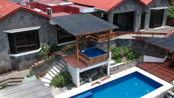AT024 San Lucas Toliman Premium Home