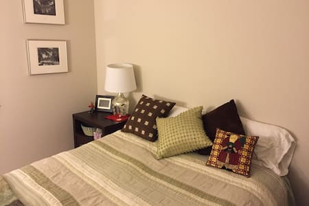 Comfy bed and bath in the burbs - Thousand Oaks