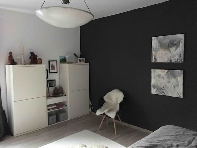 Charming room close to Fair / Messe
