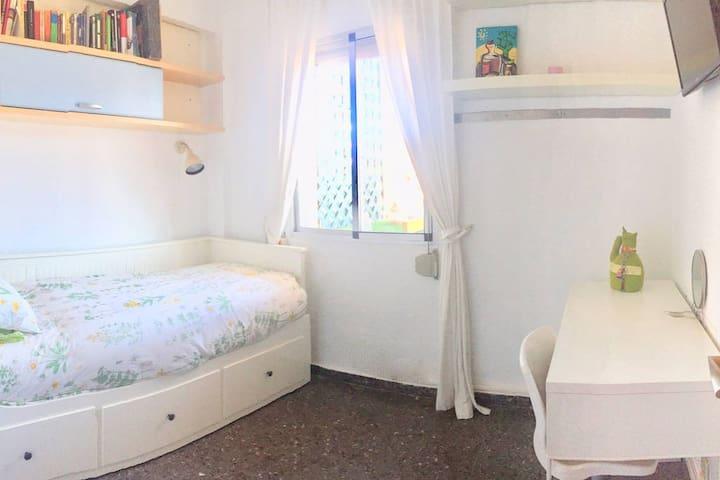 ¡Preciosa soleada habitación en Vlc! playa-univ...