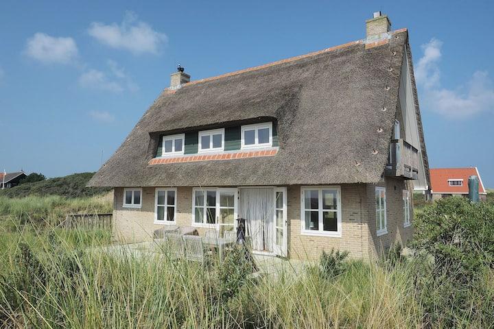 Beautiful villa on Terschelling in the dunes, 150 meters away