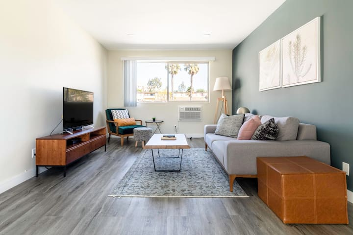 Gorgeous Brentwood 1BR w/ Pool, nr. UCLA & Whole Foods by Blueground