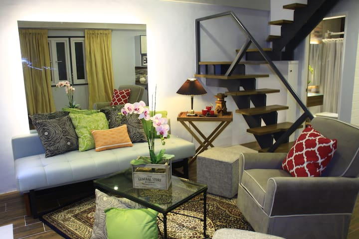A QUAINT LOFT HOME - LA PORTE ROUGE - Baguio City - Huis