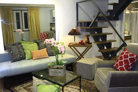 A QUAINT LOFT HOME - LA PORTE ROUGE - Huis