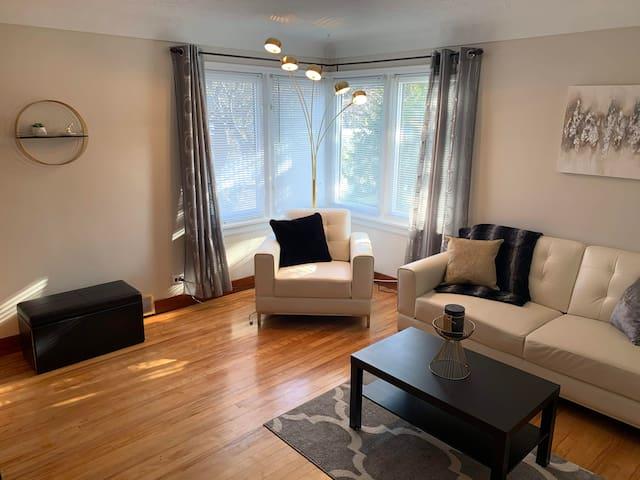 Mid-Century 2 Bedroom APT, Great Location!