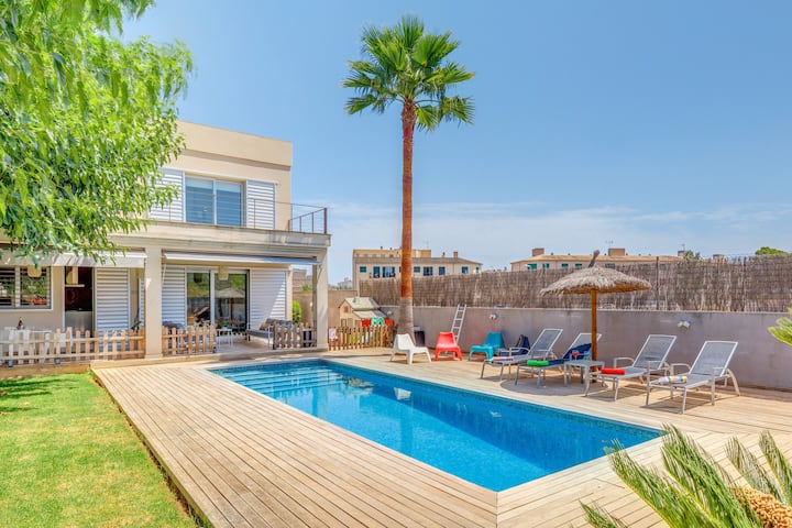 Beautiful Villa Ronda Estación with Pool, Terrace, Garden, Wi-Fi & Air Conditioning; Street Parking Available