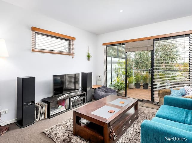2 Bedrooms + Ensuite in Brunswick East townhouse