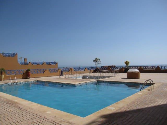 Appartement résidence standing  piscines vue mer