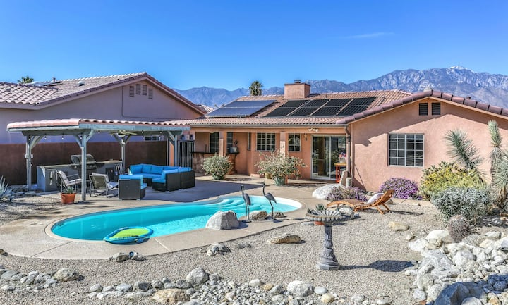 Luxury home w/ mountain views, private pool, & outdoor kitchen - dogs welcome!