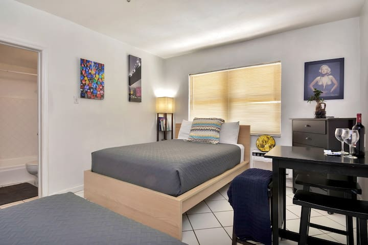 Cozy Studio/1bath Apartment MIAMI BEACH, 2min walk to the Beach - Beaches Are Open!! CDC Cleaning