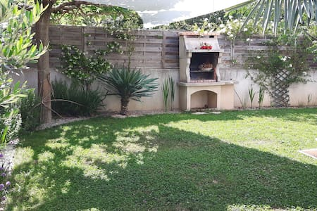 Joli appartement avec jardin - Calvisson