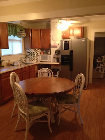 Eat in kitchen. Washer and dryer.