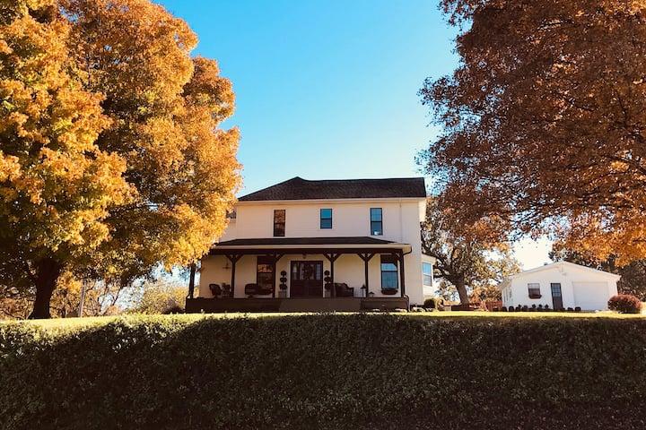Charming Ozark Farmhouse