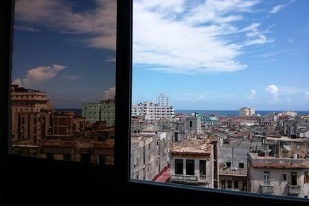 HABIT. PRIVADA, CENTRICA, CON PANTRY INCLUIDO - La Habana - Apartamento