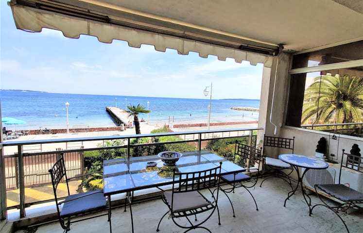 Apartment equipped 70 m2 facing the sea in the residential palm beach area