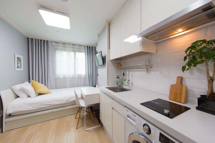 Modern singleroom@Daehakro